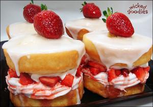 Strawberry Sandwich Cakes