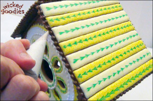 Royal Icing Piped Trim